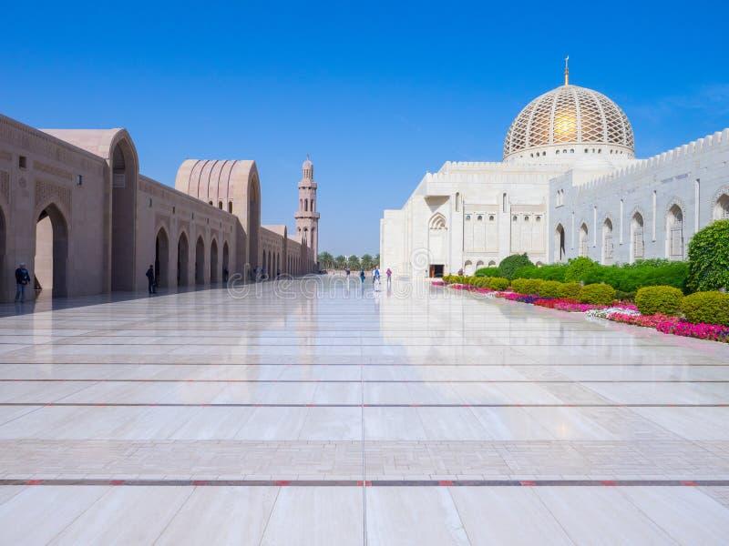 Storslagen moské Al Qaboos i Muscat fotografering för bildbyråer