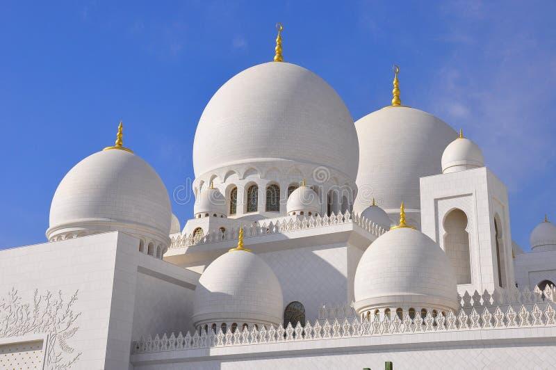 Storslagen moské i Abu Dhabi/UAE royaltyfria foton