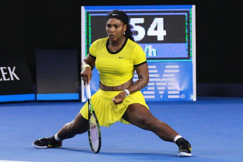 Storslagen Slam för tjugo öppnar en gånger mästare Serena Williams i handling under hennes finalmatch på australiern 2016 royaltyfria bilder