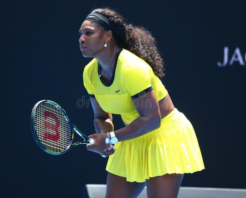 Storslagen Slam för tjugo öppnar en gånger mästare Serena Williams i handling under hennes fjärdedelfinalmatch på australiern 201 royaltyfri foto
