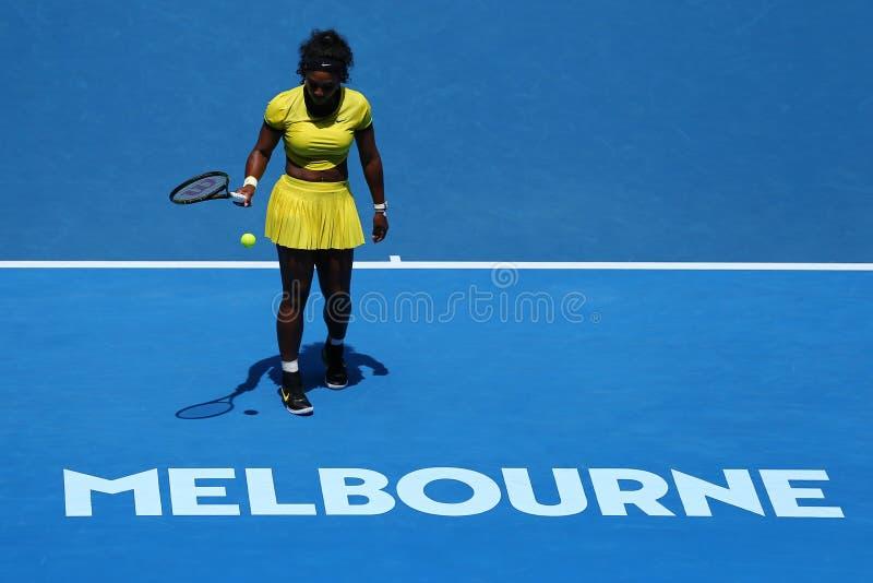 Storslagen Slam för tjugo öppnar en gånger mästare Serena Williams i handling under hennes fjärdedelfinalmatch på australiern 201 fotografering för bildbyråer