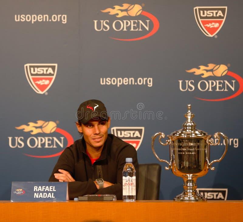 Storslagen Slam för tretton gånger mästare Rafael Nadal under presskonferens, efter han segrade US Open 2013 royaltyfri bild
