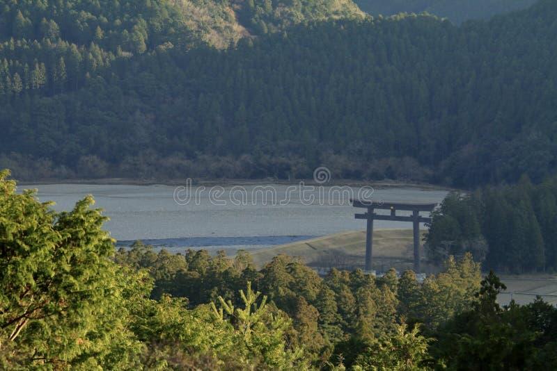 Storslagen torii av före detta Kumano Hongu Taisha relikskrin fotografering för bildbyråer