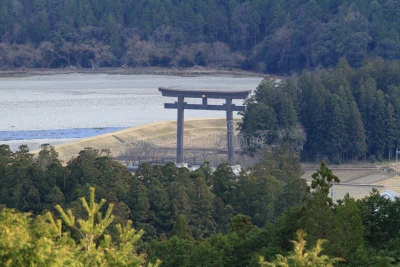 Storslagen torii av före detta Kumano Hongu Taisha relikskrin royaltyfri foto