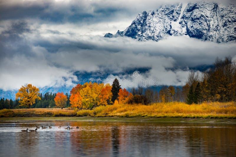Storslagna färger för Teton nationalparknedgång arkivbilder