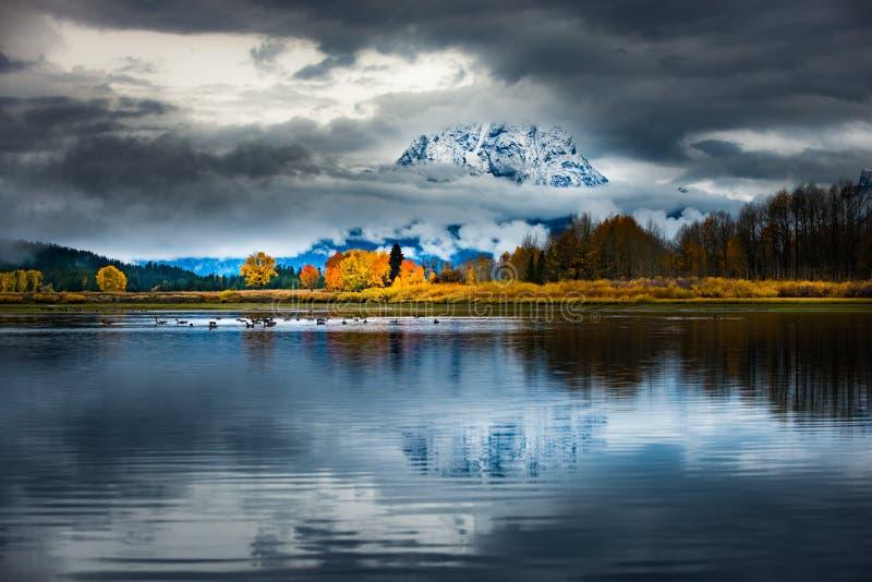 Storslagna färger för Teton nationalparknedgång arkivbild