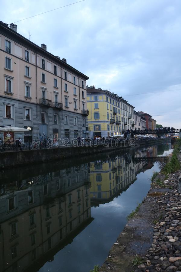 Storslagna kanaler av Milan fotografering för bildbyråer
