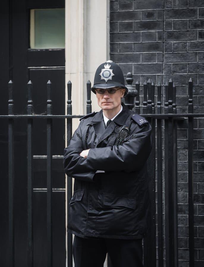 Storstads- kvinnlig polis som är tjänstgörande i London royaltyfria foton
