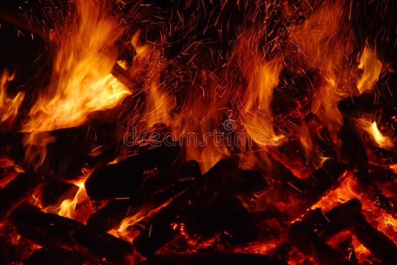 Stort avfyra arkivfoto