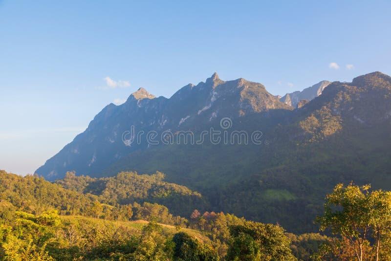 Stort berg Doi Luang Chiang Dow royaltyfri foto