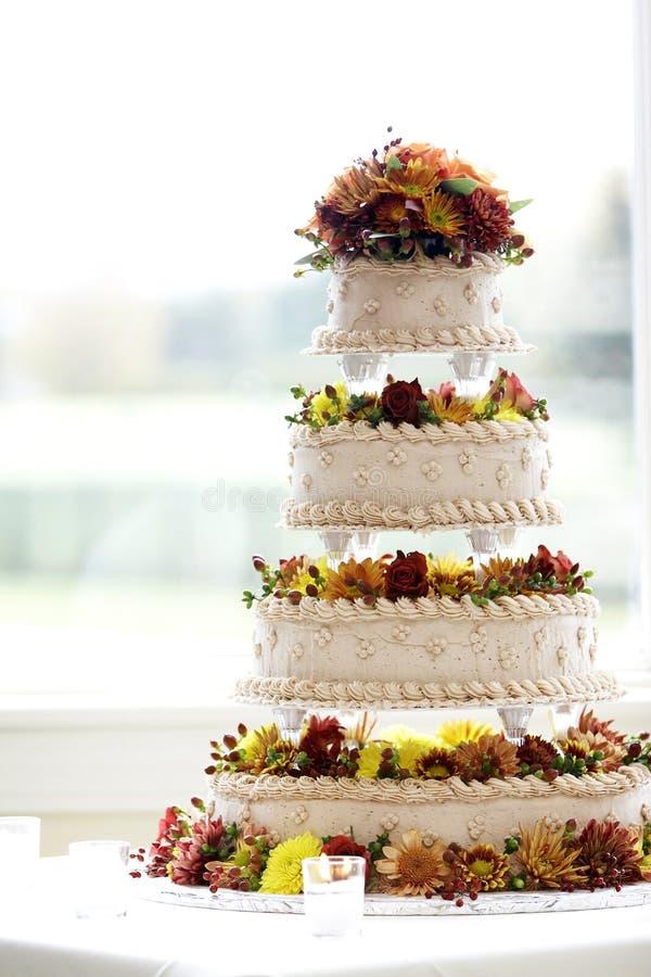 stort cakeinfallbröllop arkivfoton