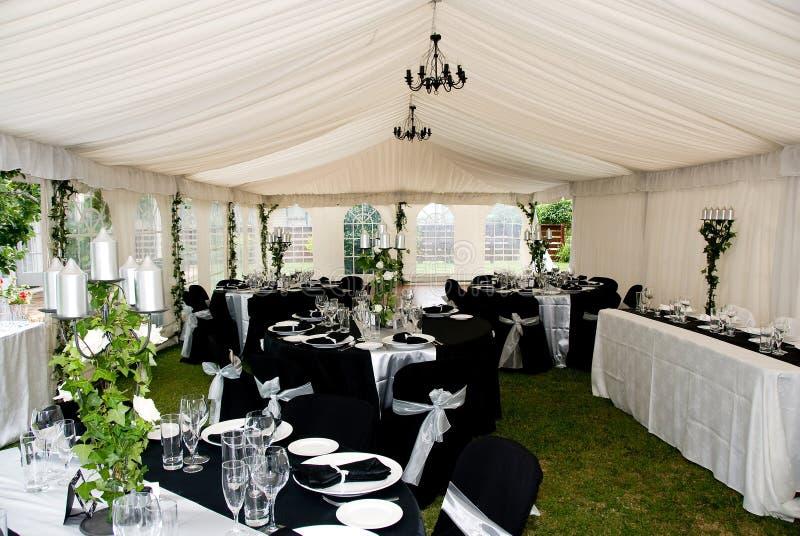 stort festtälttentbröllop royaltyfri fotografi