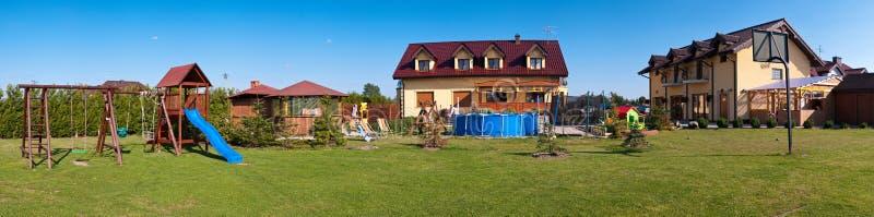 stort hus för trädgård royaltyfri fotografi