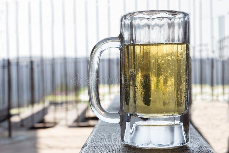 Stort kallt öl rånar mycket av öl arkivbilder