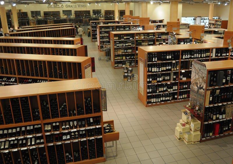 Stort lager för vin och för alkohol royaltyfri fotografi
