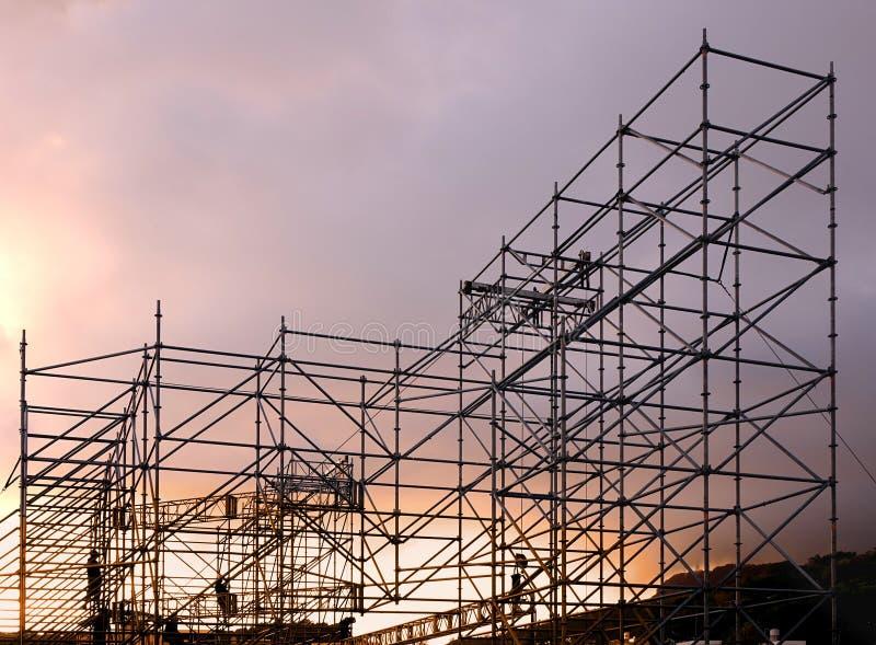 Stort material till byggnadsställning för utomhus- konsert royaltyfri foto