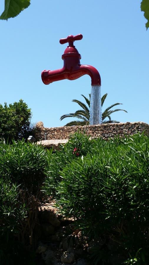 Stort rött klapp i Cala Galdana Menorca arkivbild