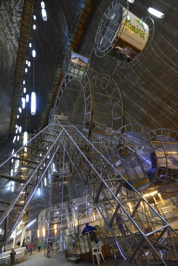 Stort rulla in den salta minen Salina Turda i Rumänien fotografering för bildbyråer