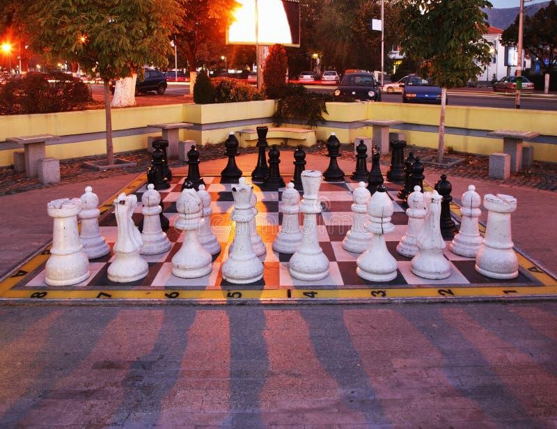 Stort schack på Alexandria Square i Prilep macedonia royaltyfri bild