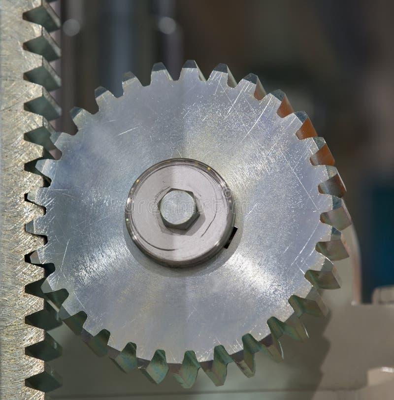 Stort stålkugghjul royaltyfri bild