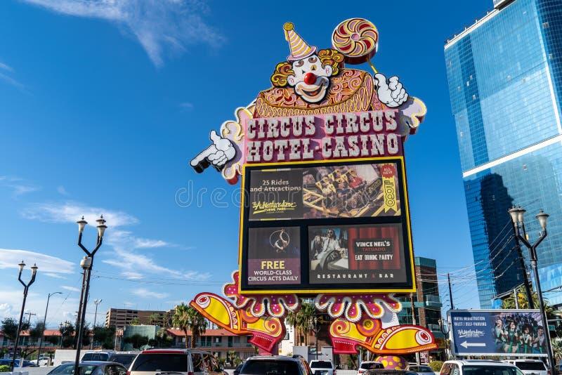 Stort tecken med clownen för hotellet och kasinot för Las Vegas cirkuscirkus arkivbild