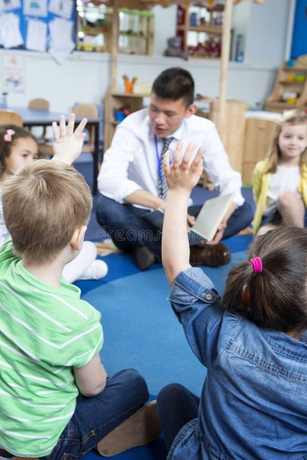 Storytime alla scuola materna fotografia stock libera da diritti