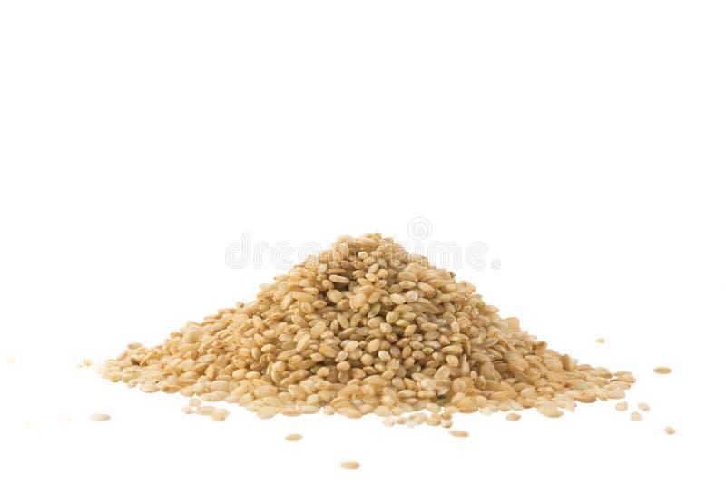 Stos cali brown ryż odizolowywający na bielu obrazy stock