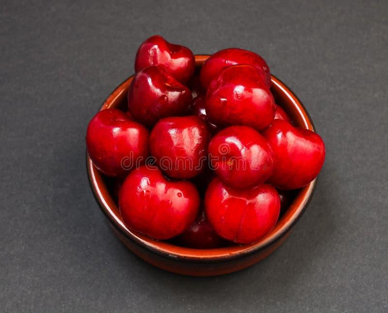 Stos czerwone glansowane słodkie wiśnie zdjęcia royalty free