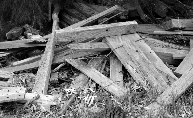 Stos drewno w Czarny I Biały fotografia royalty free