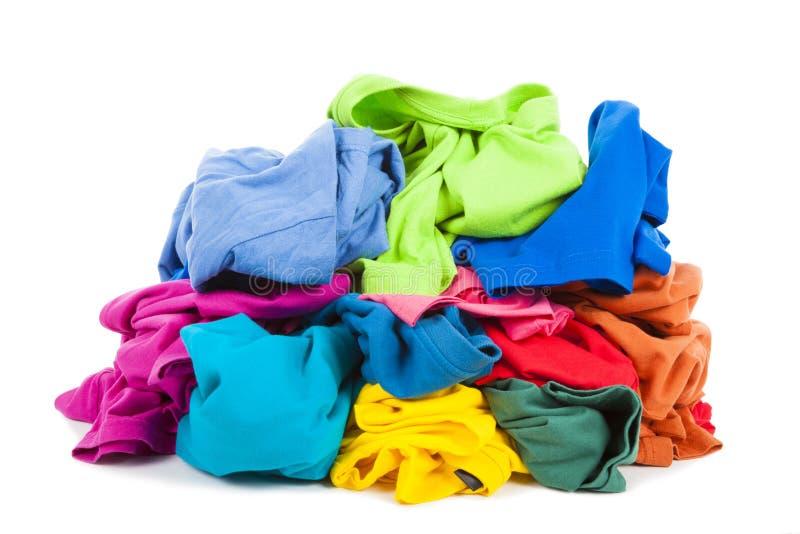 Stos kolorowi ubrania na podłoga fotografia stock