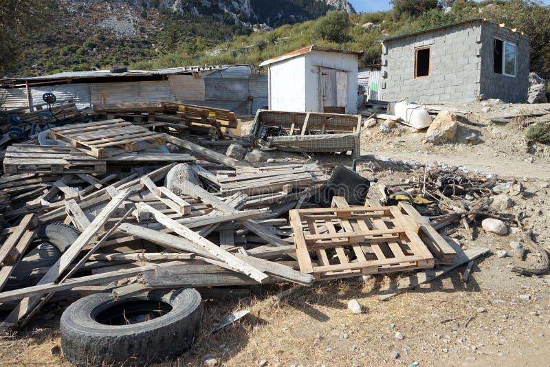Stos materiały budowlani blisko magazynu zdjęcie royalty free