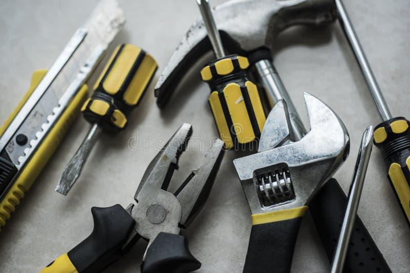 Stos narzędzi narzędzia na stałym tle zdjęcia stock