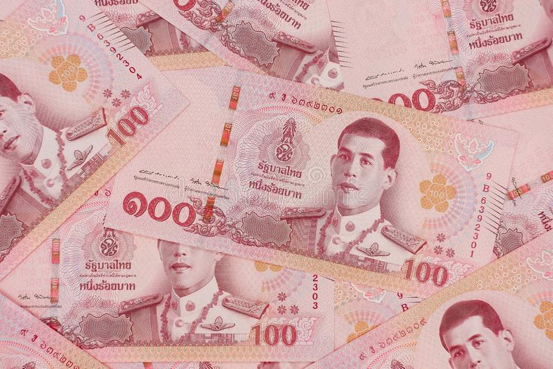Stos nowi 100 Tajlandzkiego bahtu banknotów zdjęcia stock