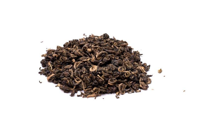 Stos odizolowywający na białym tle wysuszona zielona herbata zdjęcie stock