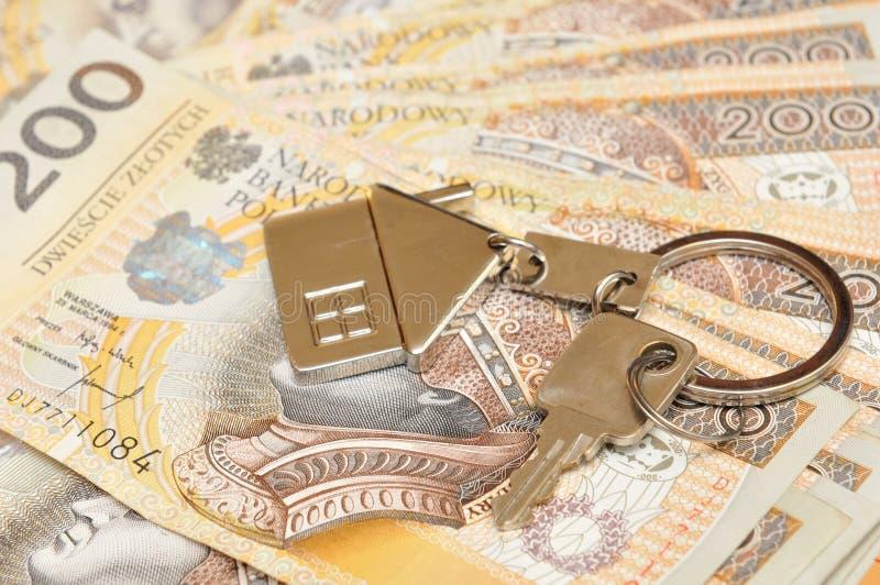 Stos pieniądze i klucz obrazy royalty free