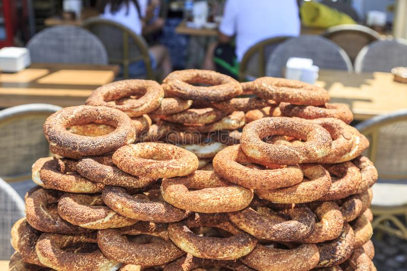 Stos simits tureccy bagels na ulicie fotografia royalty free