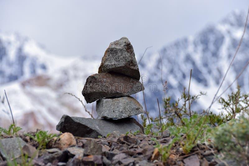 Stos skały w górze, pojęcie równowaga i harmonia, obraz stock
