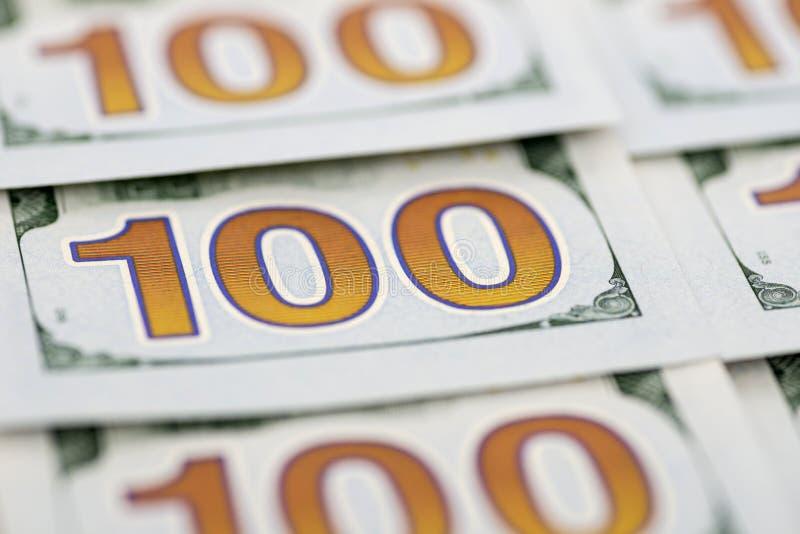 Stos sto dolarowych rachunków jako tło Stos sto dolarowych rachunków nowych projektów Tło 100 nowych dolarowych rachunków fotografia stock