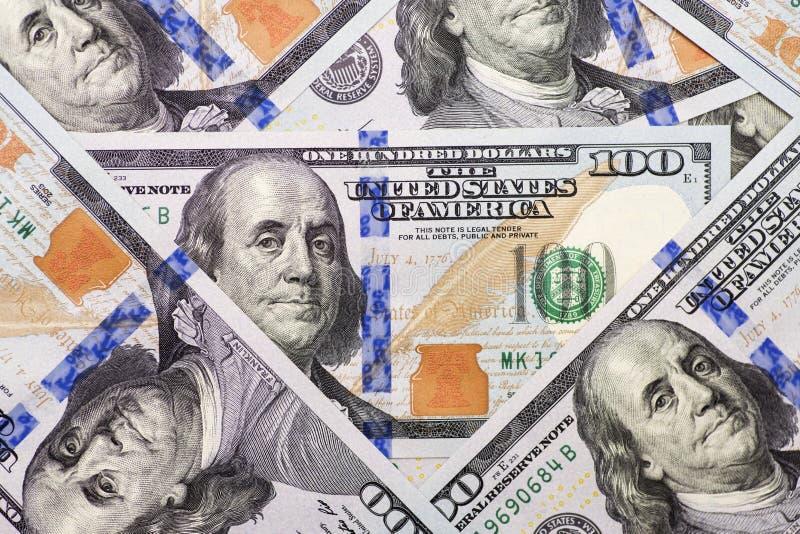 Stos sto USA banknotów z prezydentów portretami Gotówka sto dolarowych rachunków, dolarowy tło obrazy stock