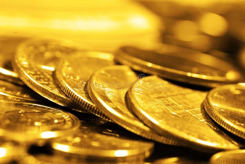 Stos Złociste monety Reprezentuje bogactw bogactwa zdjęcie stock