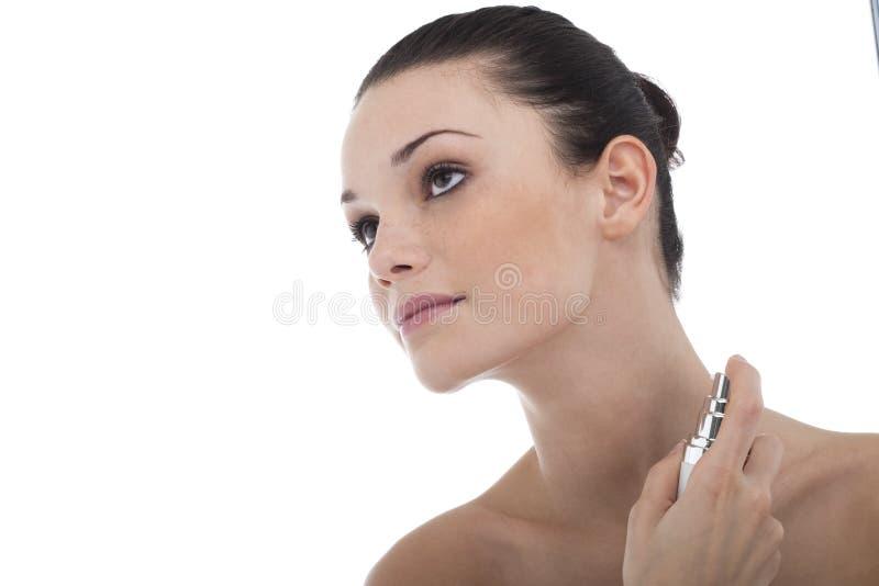 stosować pachnidło kobiety fotografia royalty free