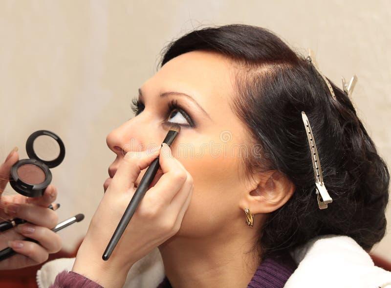 stosować wzorcowego makeup profesjonalisty zdjęcie stock