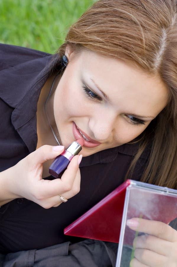 stosowanie szminkę obrazy stock