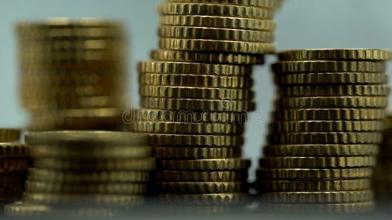 Stosy monety makro- widok, wymiana walut, pieniężna inwestycja, bogactwo zdjęcia stock