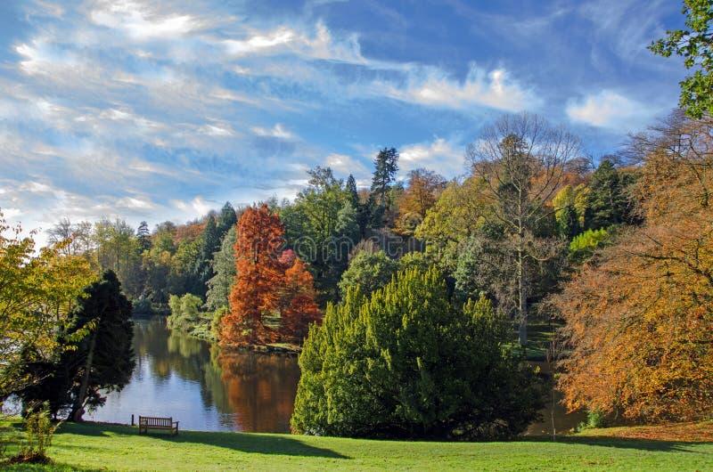 Stourhead, Inghilterra, in autunno fotografie stock