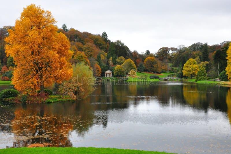 Stourheadtuin - Meer en Autumn Colours stock afbeelding