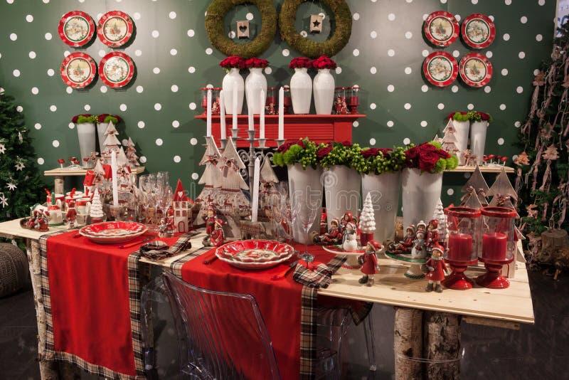 Stoviglie di Natale alla manifestazione della casa di Macef a Milano fotografia stock