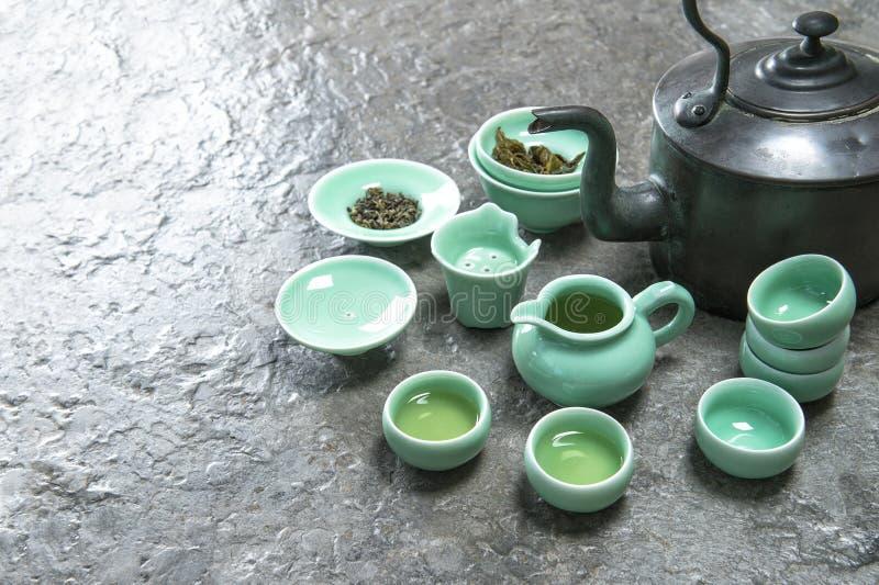 Stoviglie per cerimonia di tè asiatica tradizionale Tazze di nad della teiera fotografia stock