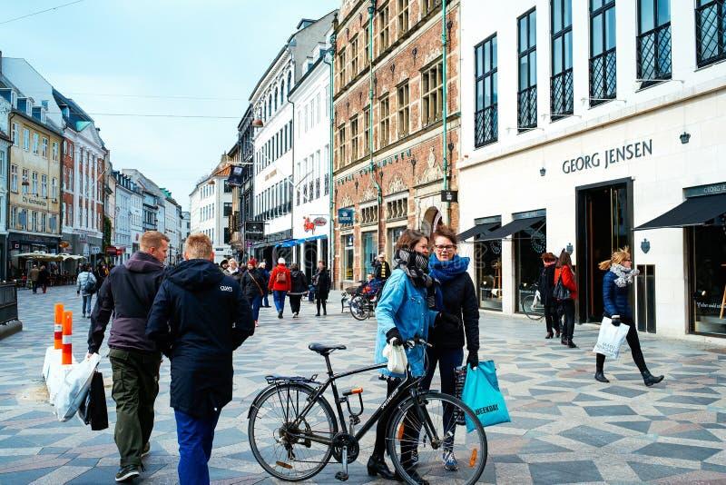 Strøget, η διάσημη για τους πεζούς οδός αγορών σε Copenhagan στοκ φωτογραφία με δικαίωμα ελεύθερης χρήσης