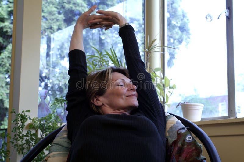 Download Sträckning arkivfoto. Bild av posera, lyckligt, sunt, leende - 283598